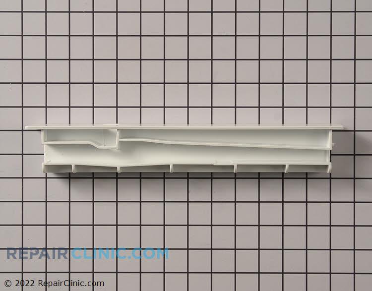 Refrigerator center crisper rail