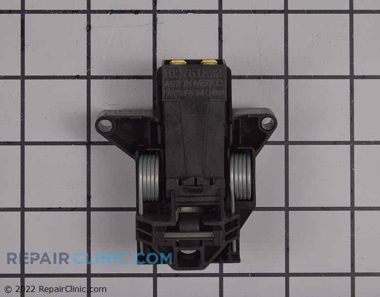 Dishwasher door latch assembly